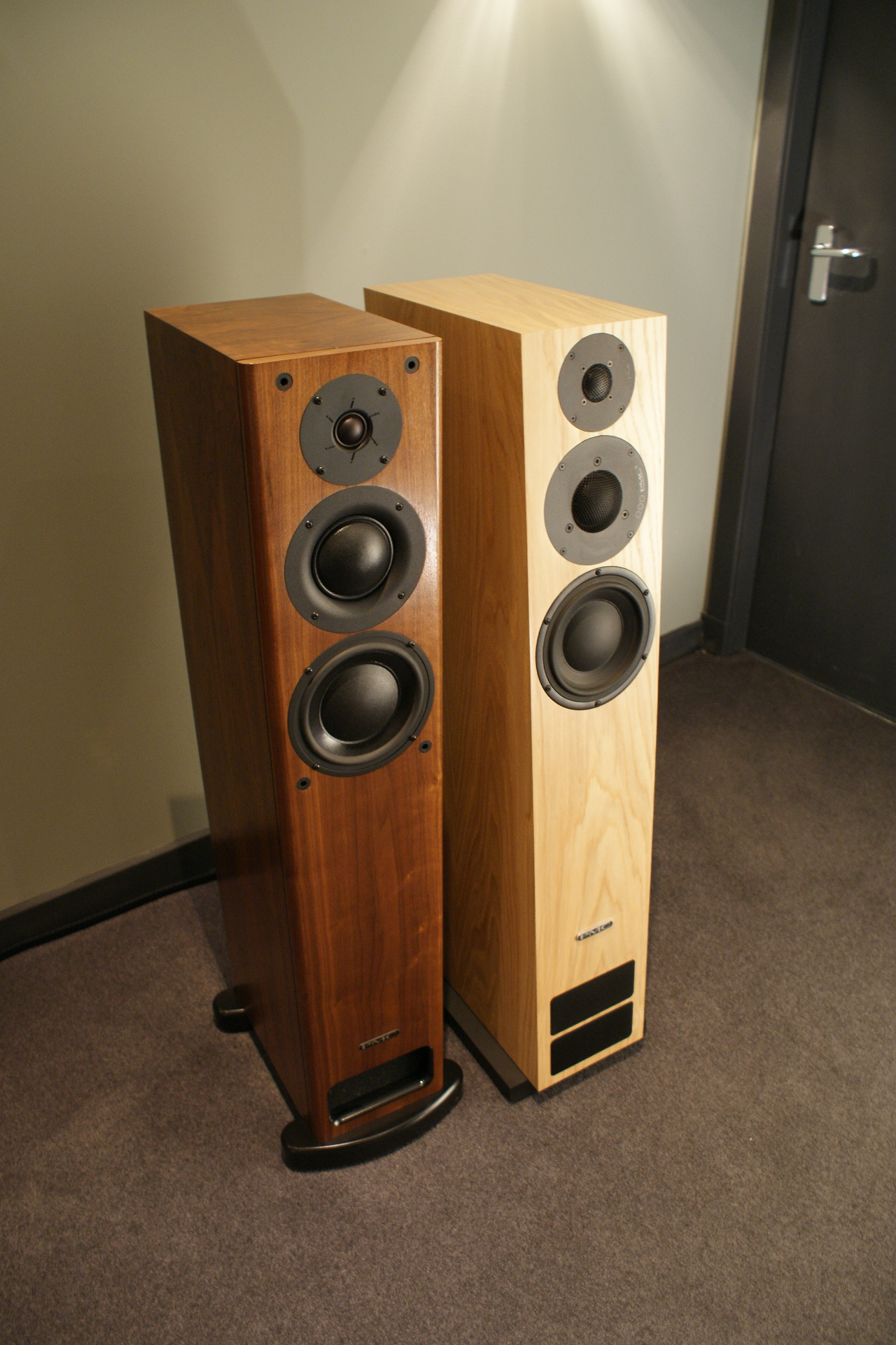 Hi-Fi Room: PMC OB1i Vs PMC Twenty:26